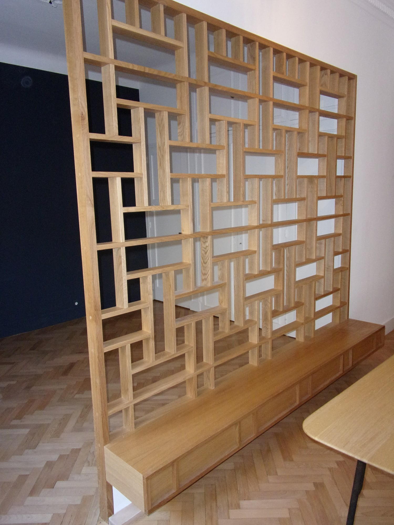 Fabriquer Un Claustra Bois fabrication d'une cloison bibliothèque façon claustra, en