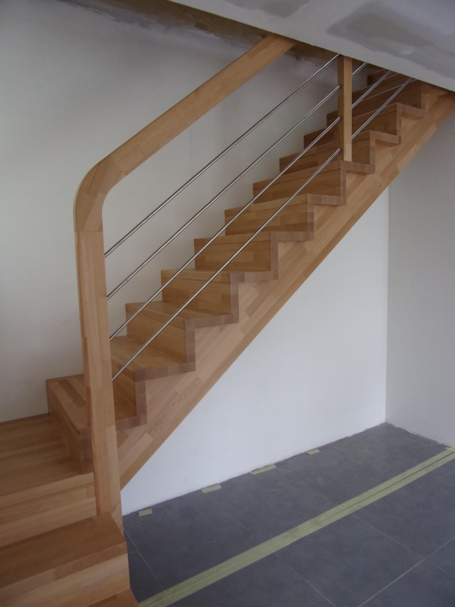 Escalier 1/4 tournant avec palier intermédiaire à Marseille - MENUISERIE MD - Menuiserie MD